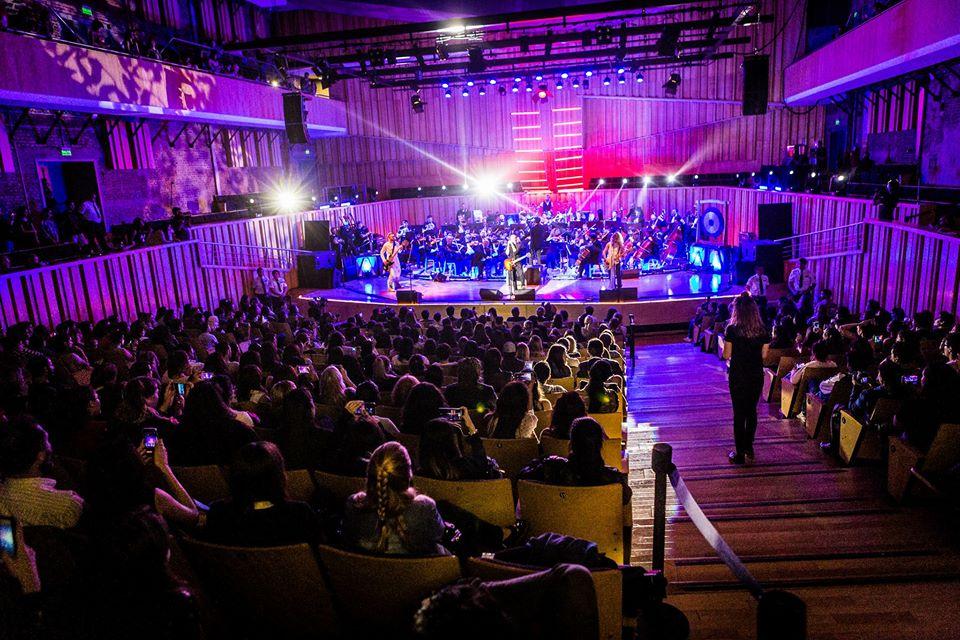 El trio acompañado por la Orquesta Sinfonica de Buenos Aires en La Usina del Arte. Fuente: Airbag Oficial.